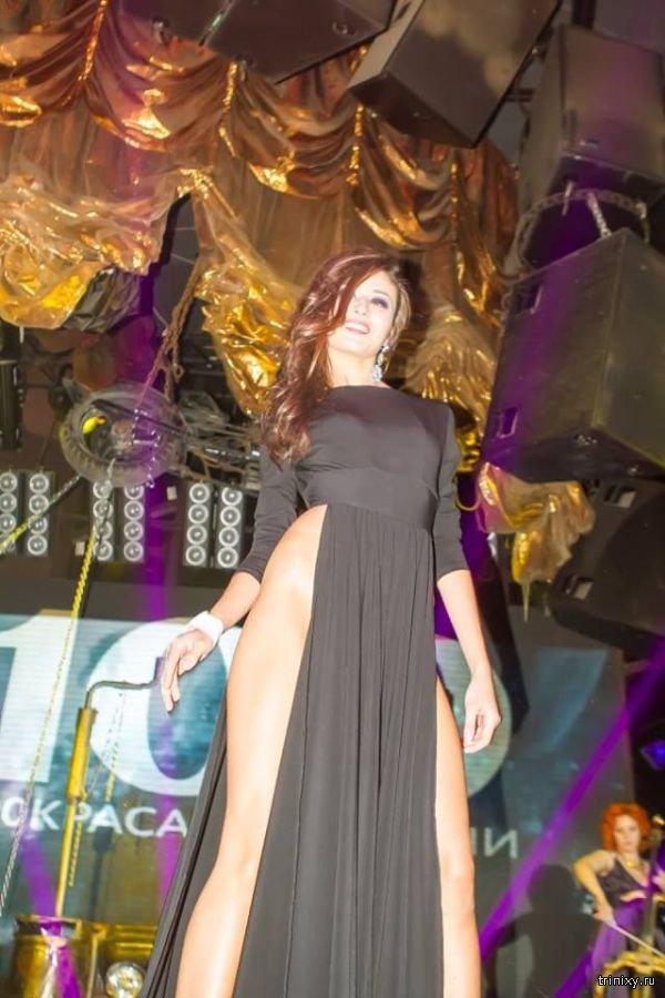 Казанская красавица в откровенном наряде и без белья (4 фото)