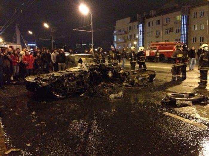 17-летний подросток на Ferrari устроил серьезное ДТП в центре Москвы (4 фото + 2 видео)