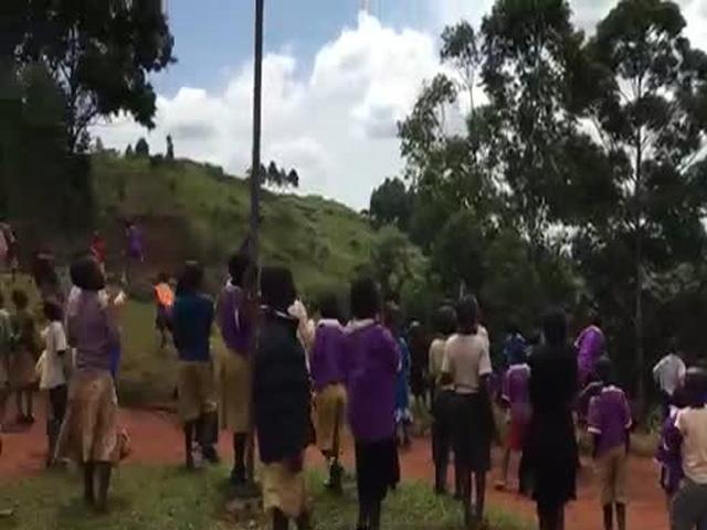 Реакция африканских детей, впервые увидевших дрон
