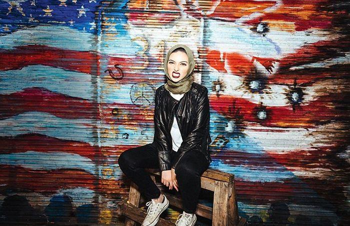На октябрьском номере Playboy впервые появится девушка в хиджабе (3 фото)