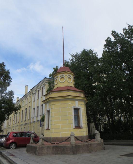 Кронштадтский футшток (3 фото)