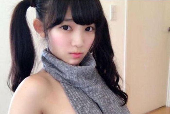 Очаровательная модель косплея Джун Амаки примеряла откровенный свитер «убийца девственников» (7 фото)