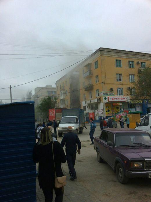 В Волгограде в результате взрыва обрушился подъезд жилого дома (6 фото)