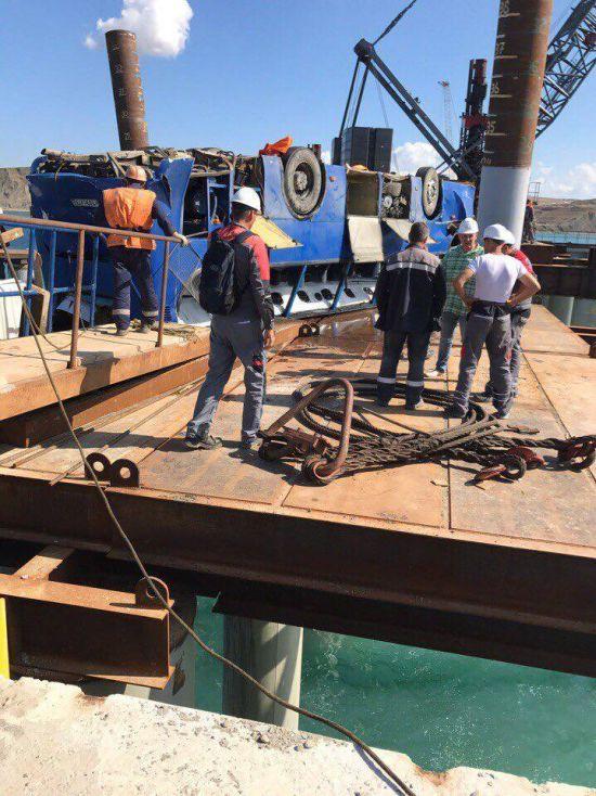 На Кубани автобус с рабочими-вахтовиками рухнул в море