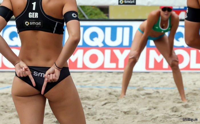 Жесты в пляжном волейболе: о чем говорят пальцы за спиной (10 фото)