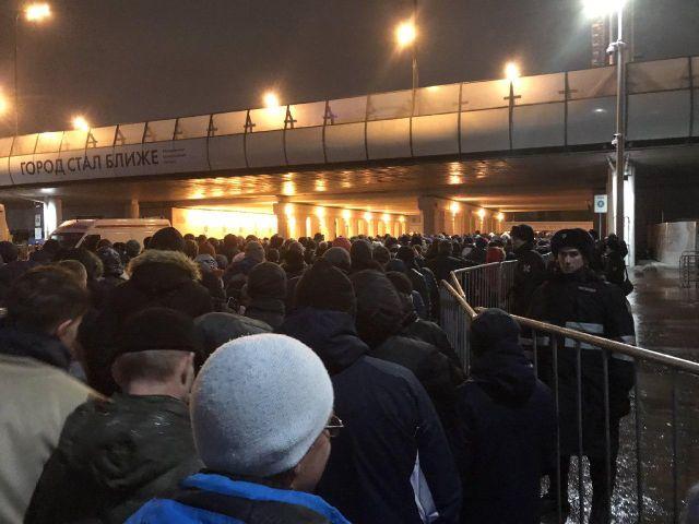 На выходе со стадиона «Лужники» возникла давка (4 фото + видео)