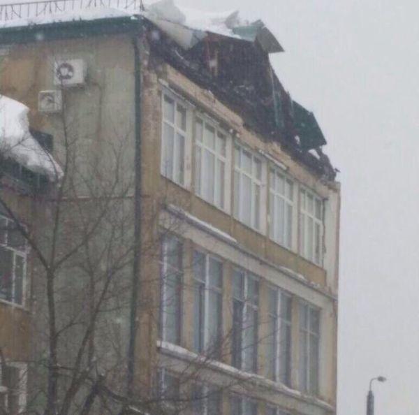 Внедорожник гендиректора из Казани раздавило кирпичами (3 фото)