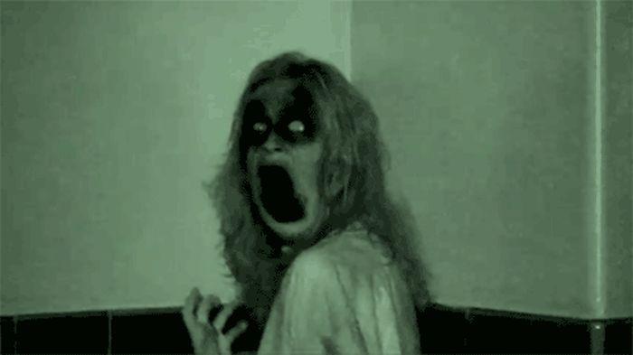 Пугающие моменты из фильмов ужасов (15 гифок)