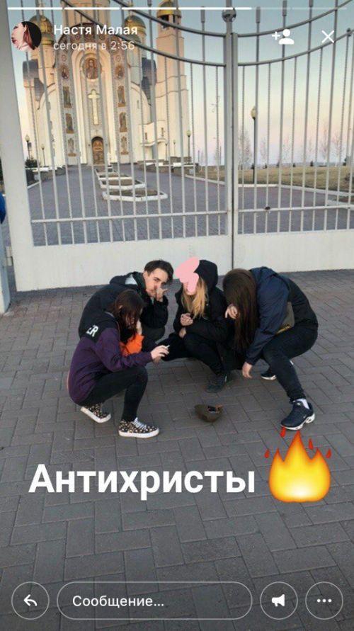 В Магнитогорске девушка подкурила сигарету от свечи в храме (3 фото)
