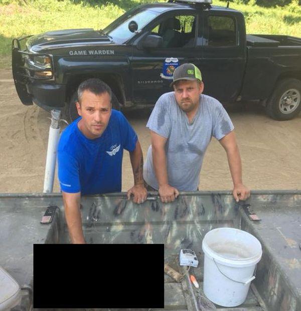 Американские рыбаки выловили настоящего монстра (4 фото)