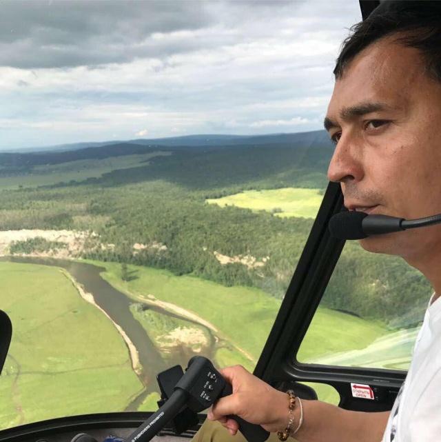Мужчина прилетел к друзьям в Стерлитамаке на вертолете
