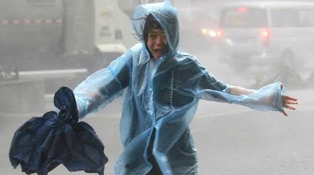 Тропический тайфун Мангхут достиг побережья Китая