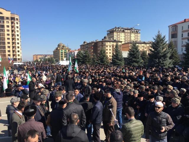 Столкновение с силовиками на митинге в столице Ингушетии