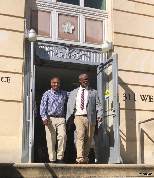 В США на свободу вышли двое невиновных мужчин, которые провели в тюрьме 42 года (3 фото)