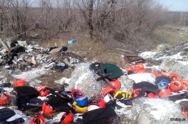 Тюменцы по ошибке выкинули в мусор пакет с миллионами рублей (2 фото)