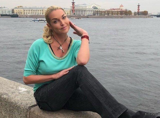 Анастасия Волочкова призвала всех бедных и недовольных политикой Владимира Путина уезжать из России