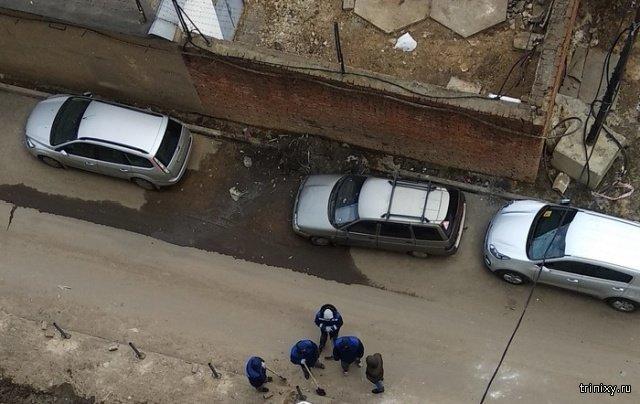 """""""Наказание"""" за парковку в неположенном месте (2 фото)"""