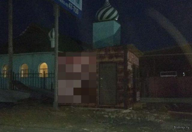 Необычный ларек неподалеку от мусульманской мечети (фото)