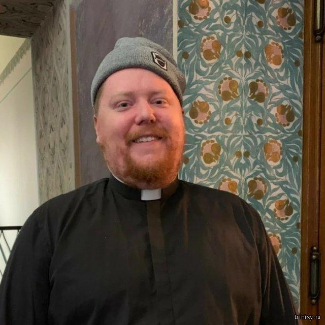 Пастор из Хельсинки проводит встречи с прихожанами в баре (4 фото)