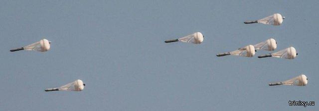 Столкновение авиабомб ОФАБ-500ШР в воздухе запечатлели на фото (4 фото)