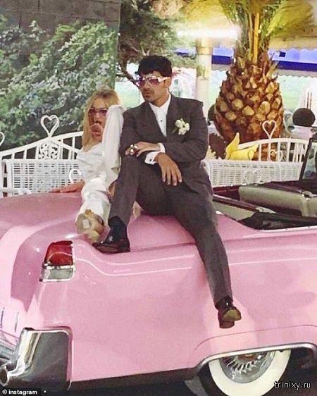 Звезда сериала Игра Престолов Софи Тернер сыграла свадьбу в Вегасе за 600 баксов (фото + видео)