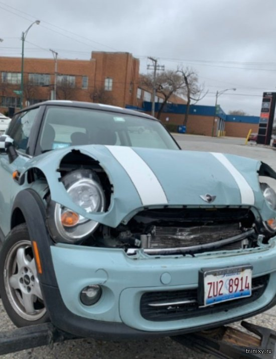 После аварии главное - это проверить стойкость помады (3 фото)