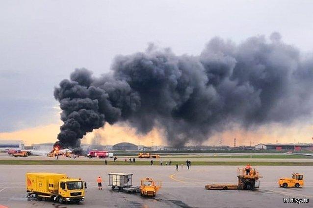 Сотрудники аэропорта Шереметьево высмеяли посадку горящего самолета