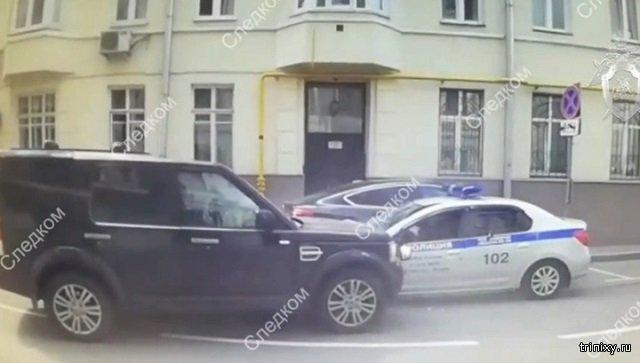 Водитель отвлекся на ребенка и отправил 3 полицейских в больницу