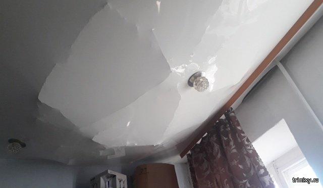 Натяжной потолок спас жильцов от серьезных травм (3 фото)