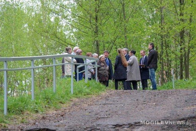 В белорусском Могилёве торжественно установили перила (5 фото)