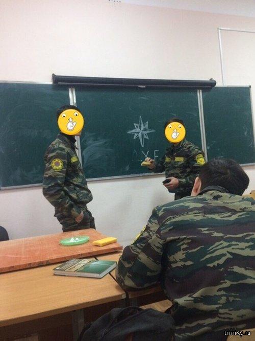 Откровенные фотографии студентов в форме стали причиной скандала в Калуге (8 фото + видео)
