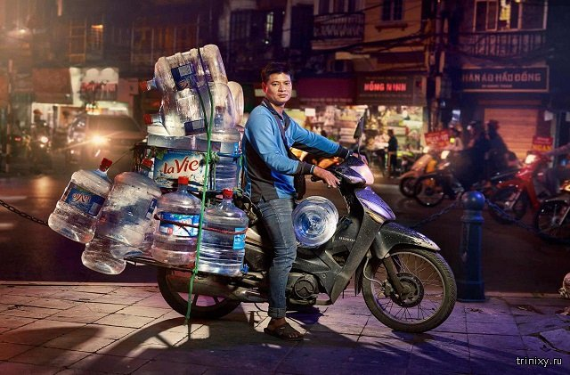 Беспощадный вьетнамский трафик. Фотографии доставщиков из Ханоя (8 фото)
