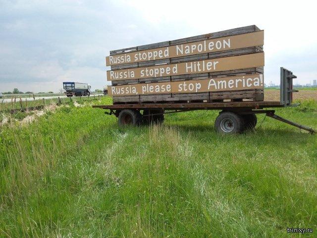 Голландский фермер выставил у дороги щит с надписью ко Дню Победы (2 фото)