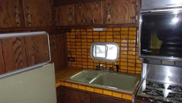 Необычный американский дом на колесах 70-х годов (12 фото)