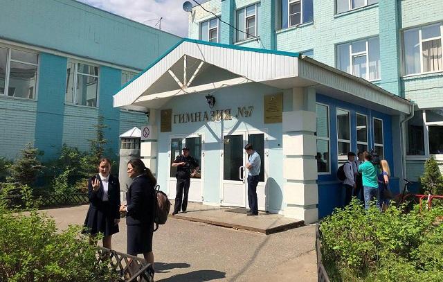 Подросток взял в заложники одноклассников и учителей в гимназии №7 в Казани