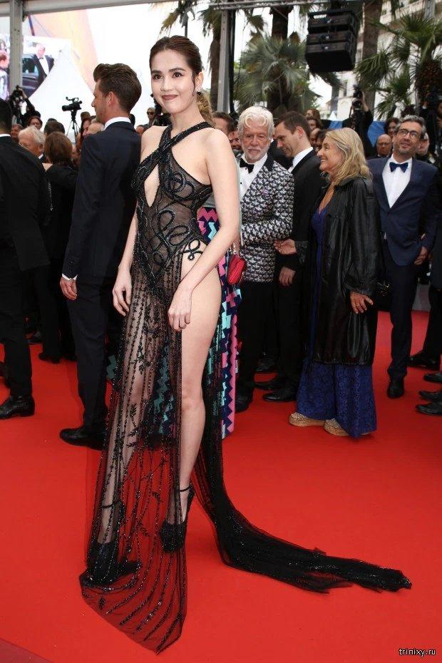 Модель Нгок Трин появилась на Каннском кинофестивале в прозрачном платье (4 фото)
