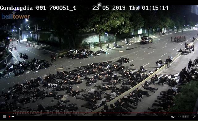 В Индонезии продолжаются протесты из-за результатов президентских выборов (4 фото + 2 видео)