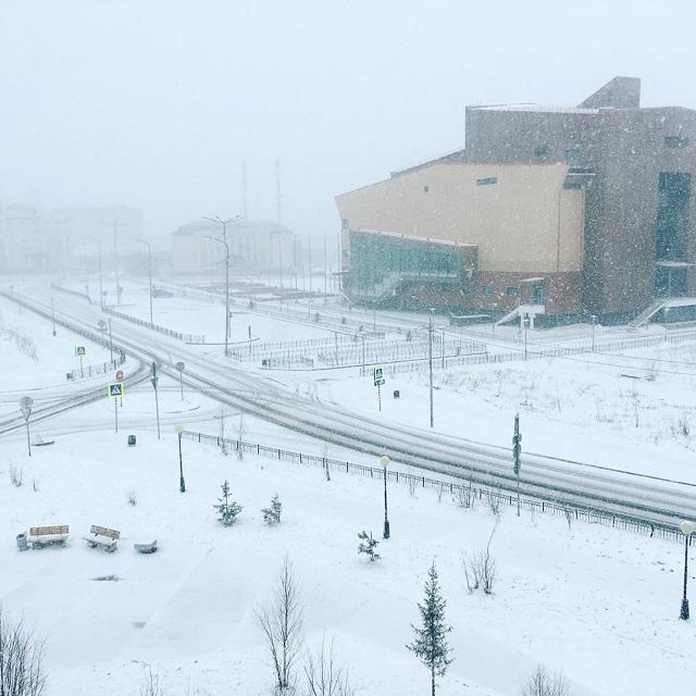 Зима близко. На пороге лета в Салехарде начался снегопад (11 фото)