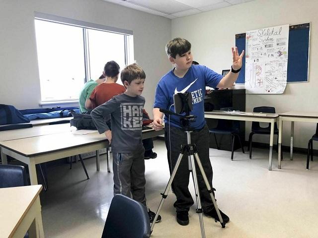 В США набирают популярность детские лагеря, в которых учат на YouTube-блогеров