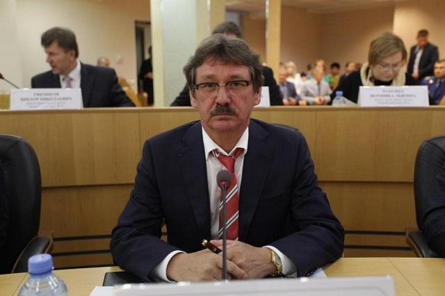 Время затянуть пояса. Сургутский депутат задекларировал 31 квартиру и 10 самолетов