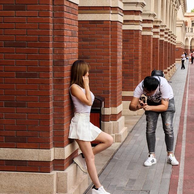 Залог удачной фотографии девушки - это старания её преданного парня (16 фото)