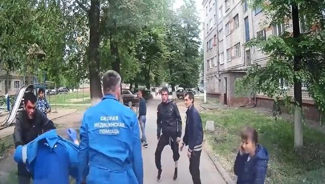 В Новочебоксарске местная шпана напала на сотрудников скорой помощи