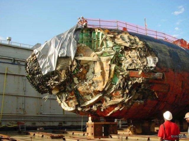 Опубликованы снимки атомной подлодки США после столкновения с горой (3 фото)