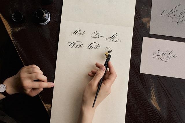Студент из Красноярска зарабатывает 400 тыс рублей в месяц, придумывая красивые подписи (7 фото + видео)