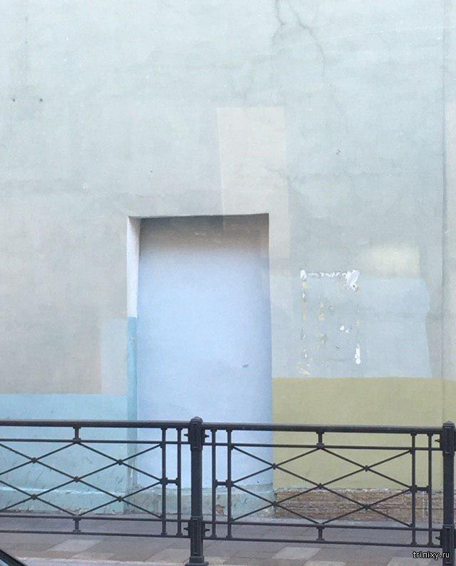 """Тяжелая судьба граффити """"дверь в Советский новый год"""" в Санкт-Петербурге (2 фото)"""