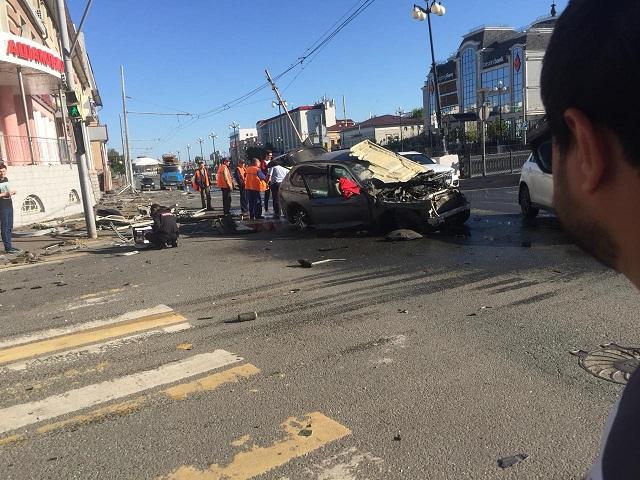 Авария внедорожника BMW, в которой может быть замешан блогер Давидыч (8 фото + 3 видео)
