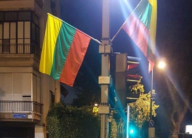 Во время подготовки к ЛГБТ-параду в Тель-Авиве развесили не те флаги (3 фото)