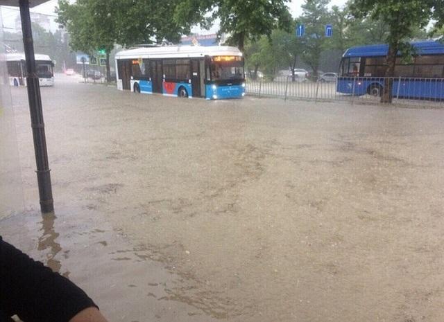 Непогода превратила Севастополь в Венецию (16 фото + 2 видео)