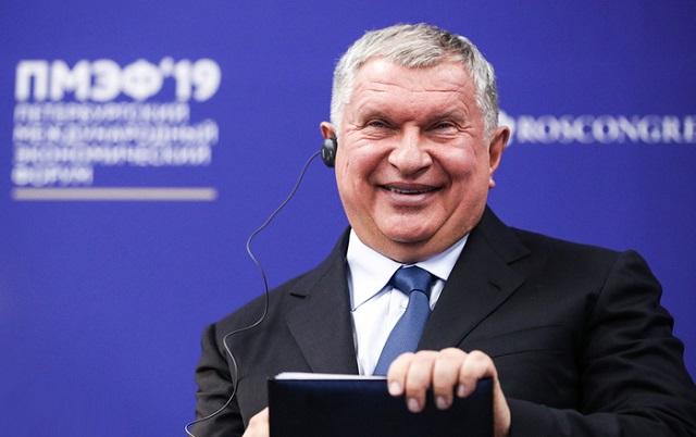 Игорь Сечин призвал отпустить цены на бензин в свободное плаванье
