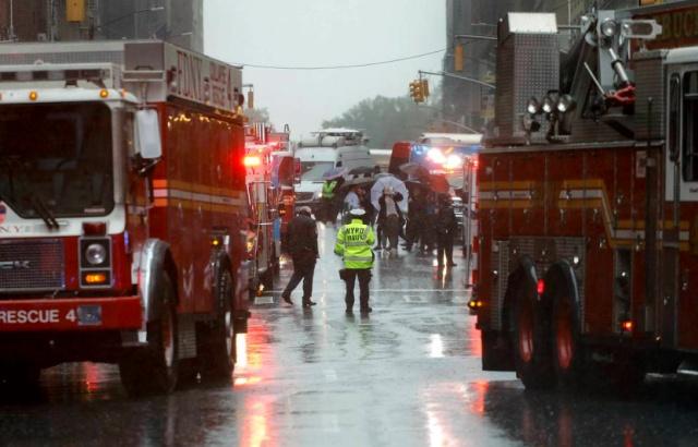 В Нью-Йорке вертолет совершил аварийную посадку на крышу небоскреба (4 фото + 2 видео)
